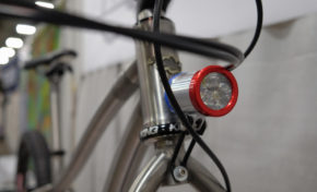 The New Sinewave Cycles Beacon Dynamo Light Has A USB Charger With Priority Mode