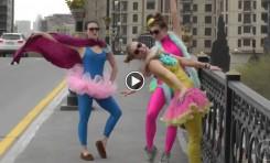 Video: Dress-up fun in Baku (Azerbaijan)