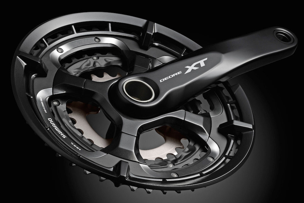 The mirror black and silver finish of the cranks looks very sharp.